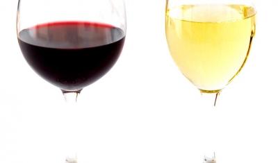 High_contrast_wine_glasses